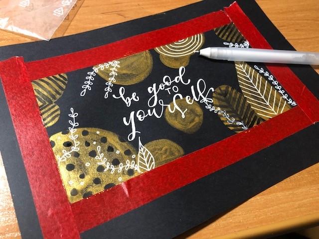 brush lettering akwarela - Lettering na złotym akwarelowym tle